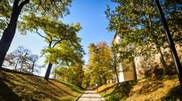 Sibiu parcul cetatii turn renovat toamna (1)