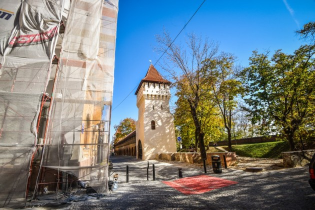 Sibiu parcul cetatii turn renovat toamna (18)