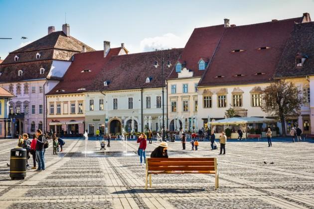 Sibiu piata mare toamna soare fantana