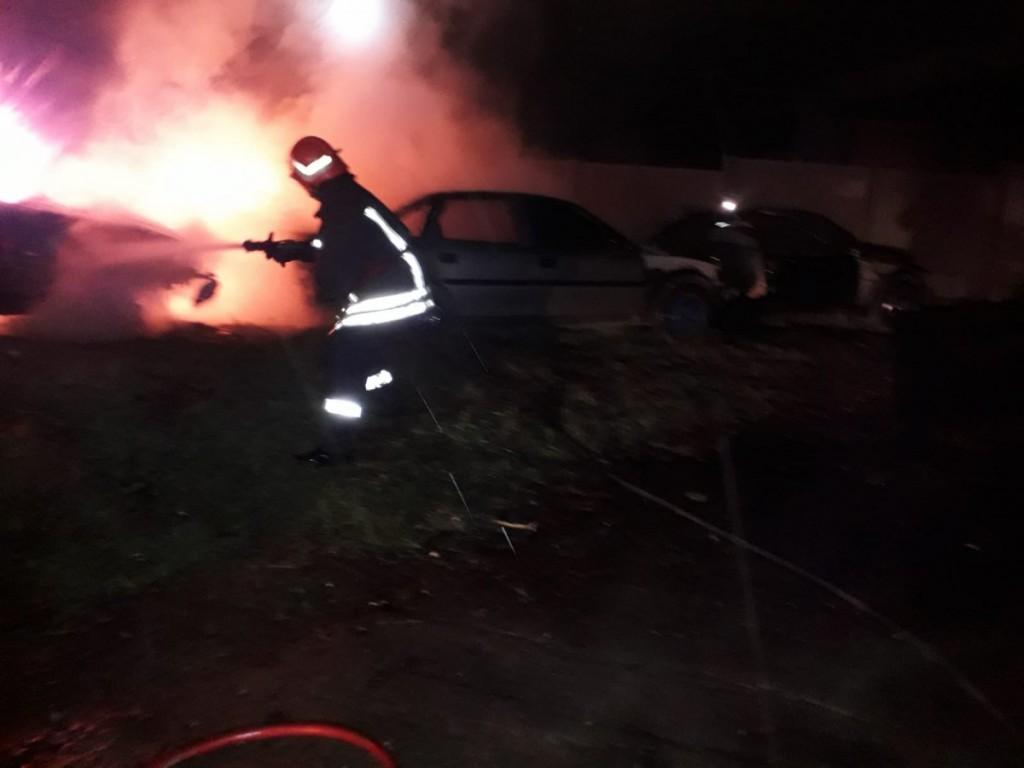 foc masina isu noapte