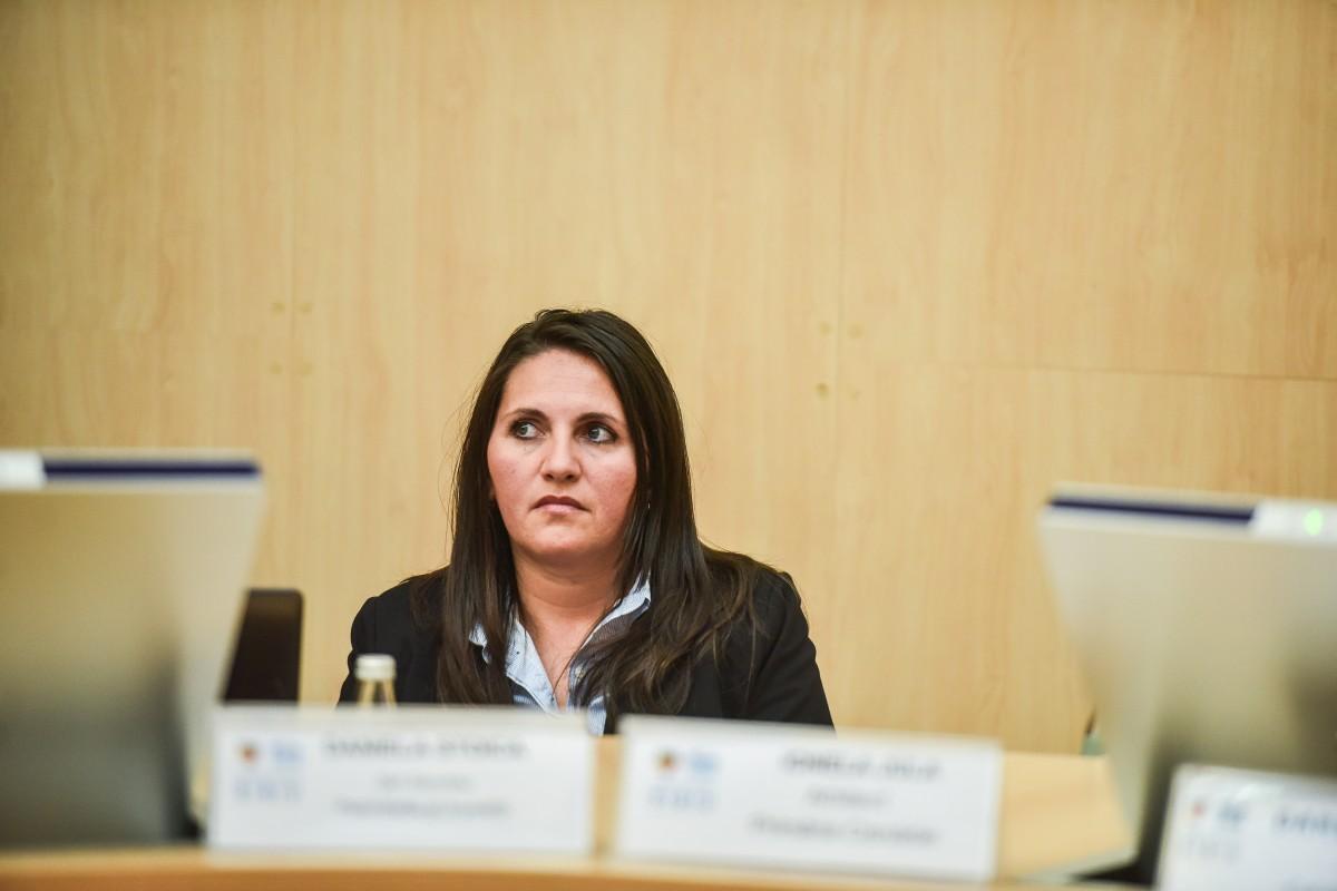 Ionela Jula, arhitecta șefă a Cisnădiei, a participat și ea la dezbatere. Fără să aibă nimic de spus