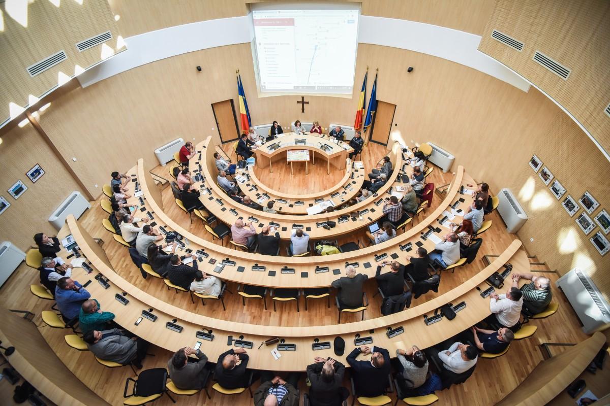 Zeci de persoane au participat la întâlnirea cu autoritățile