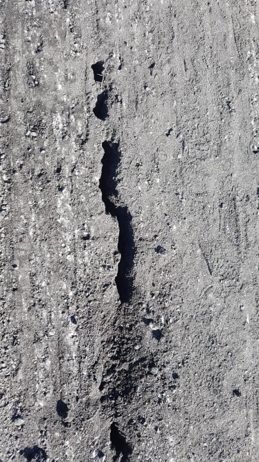 După frezarea asfaltului au fost descoperite și fisuri în corpul autostrăzii
