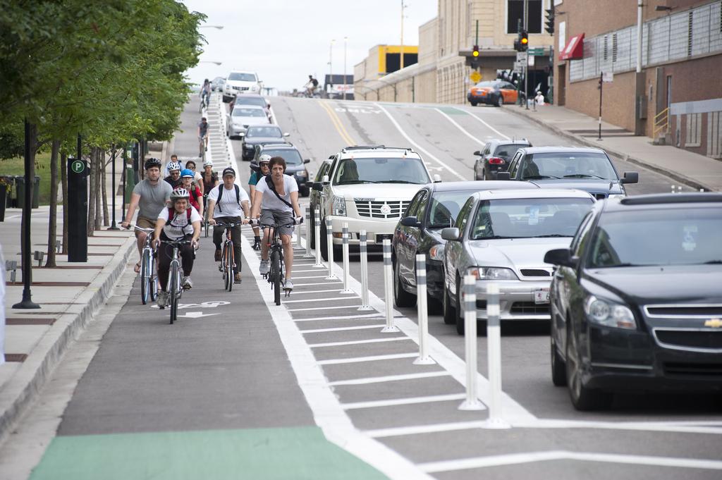 Pistele de biciclete să fie despărțite de benzile de circulație, este una dintre propuneri