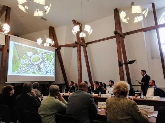 prezentare stadion in consiliul local