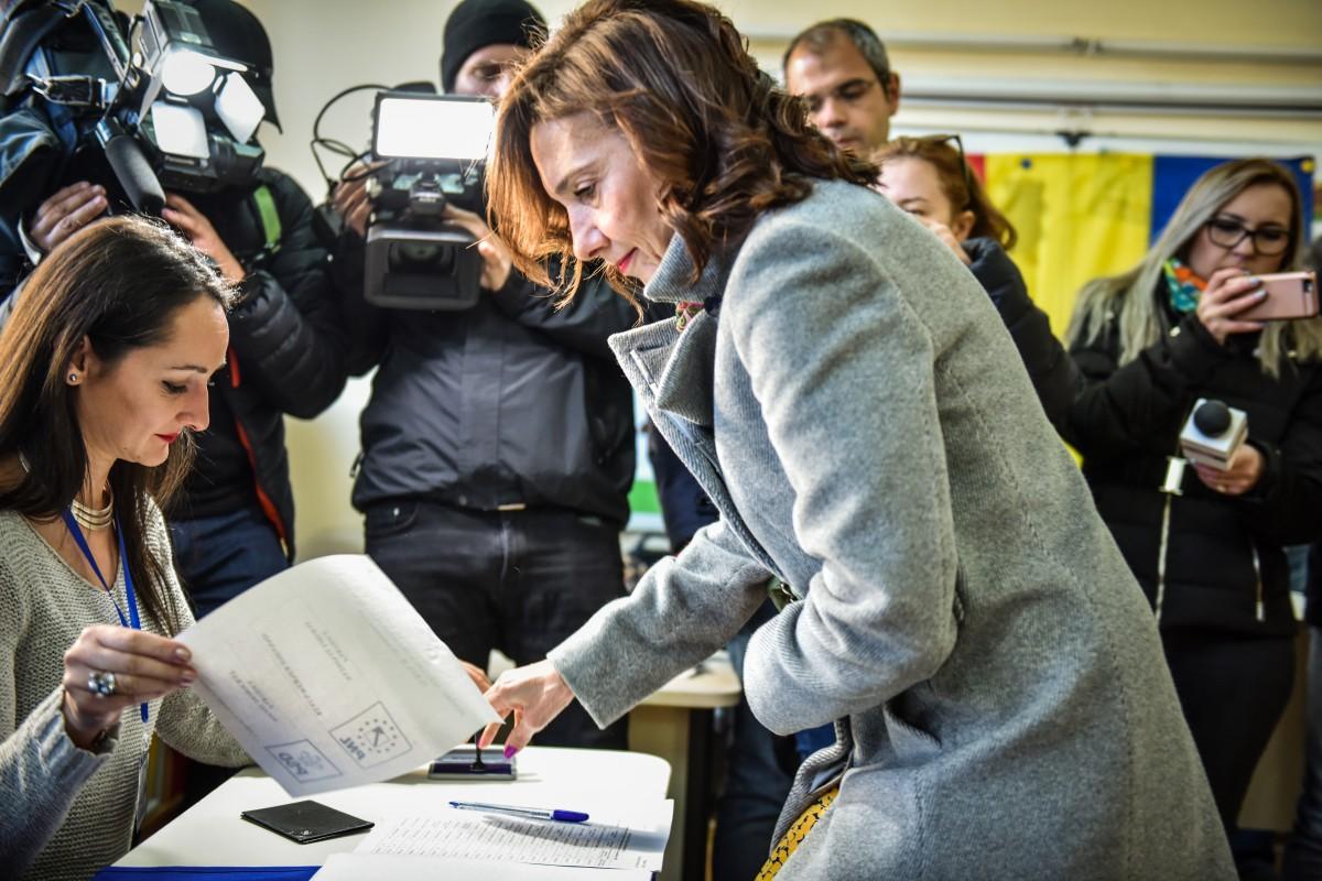 Carmen Iohannis vot alegeri prezidentiale turul 2 (10)