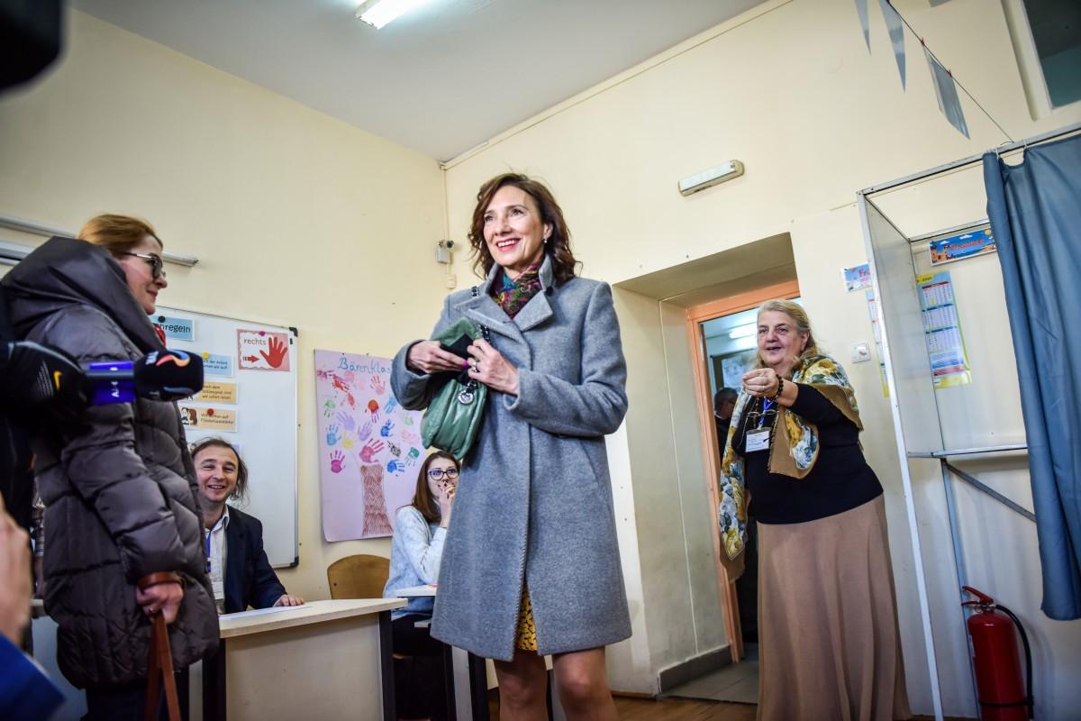 Carmen Iohannis vot alegeri prezidentiale turul 2 (7)