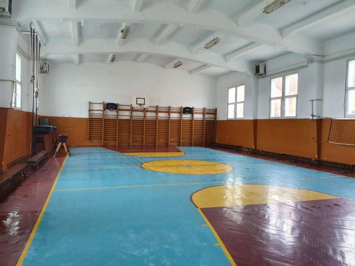 Sala de sport, unde a fost amenajată secția de votare nr. 31 în primul tur al alegerilor prezidențiale