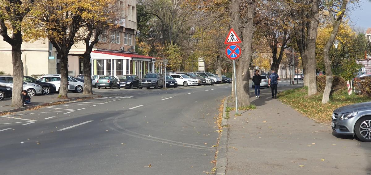 Taximetriștii spun că în 15 - 20 de minute, orice mașină lăsată parcată în zonă este ridicată