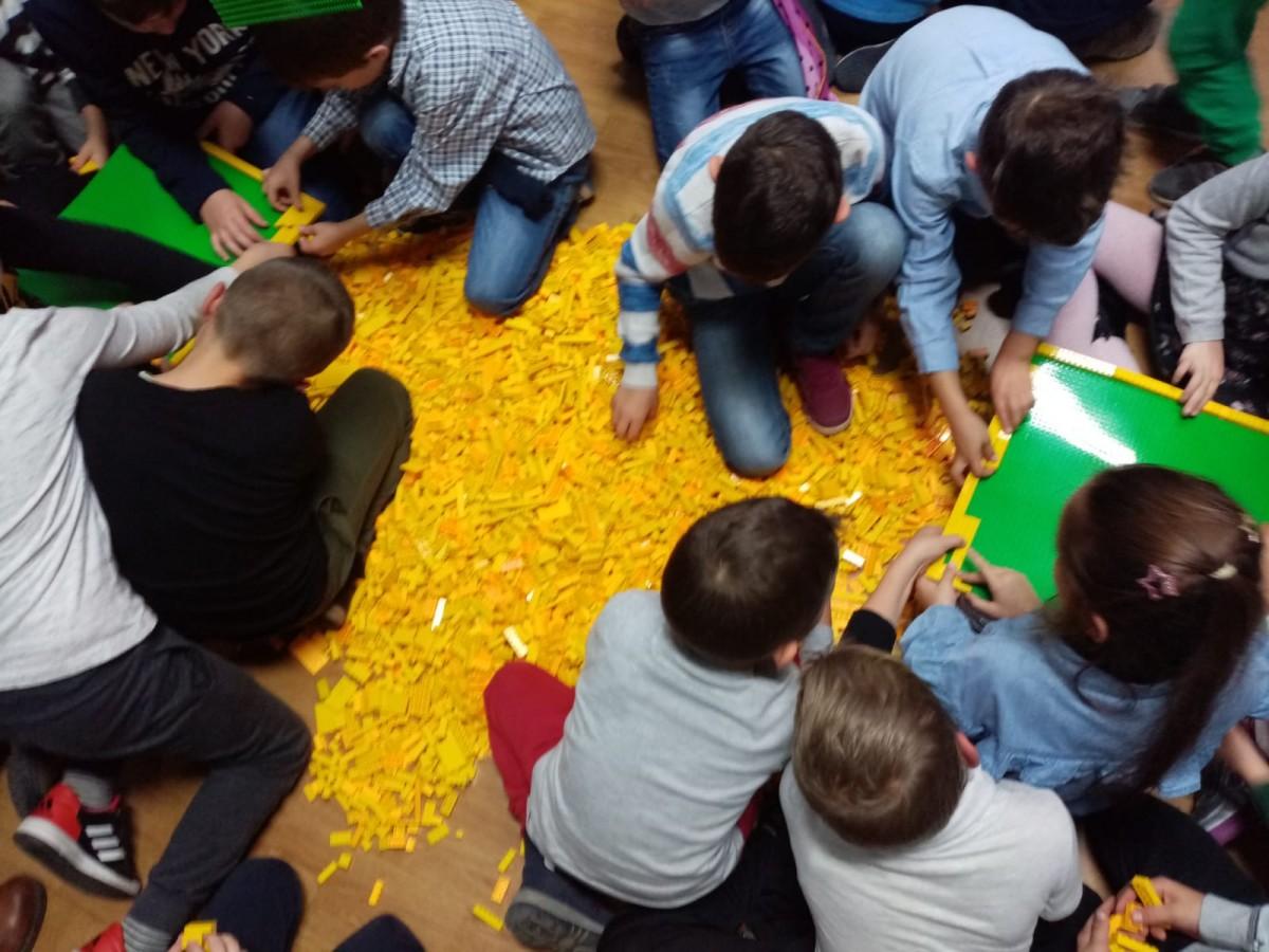 steag lego stiintescu hub (4)