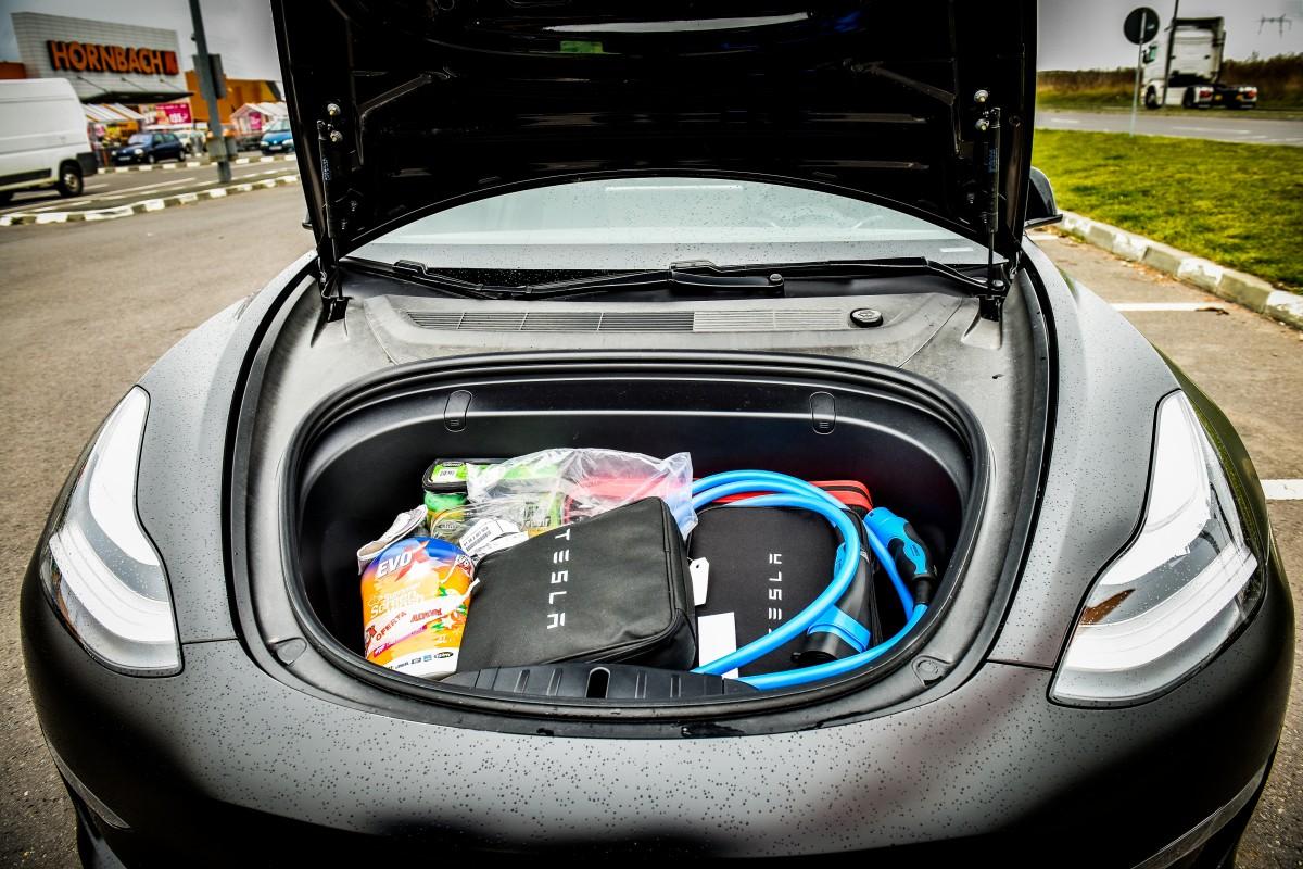 În locul motorului, ai un al doilea portbagaj