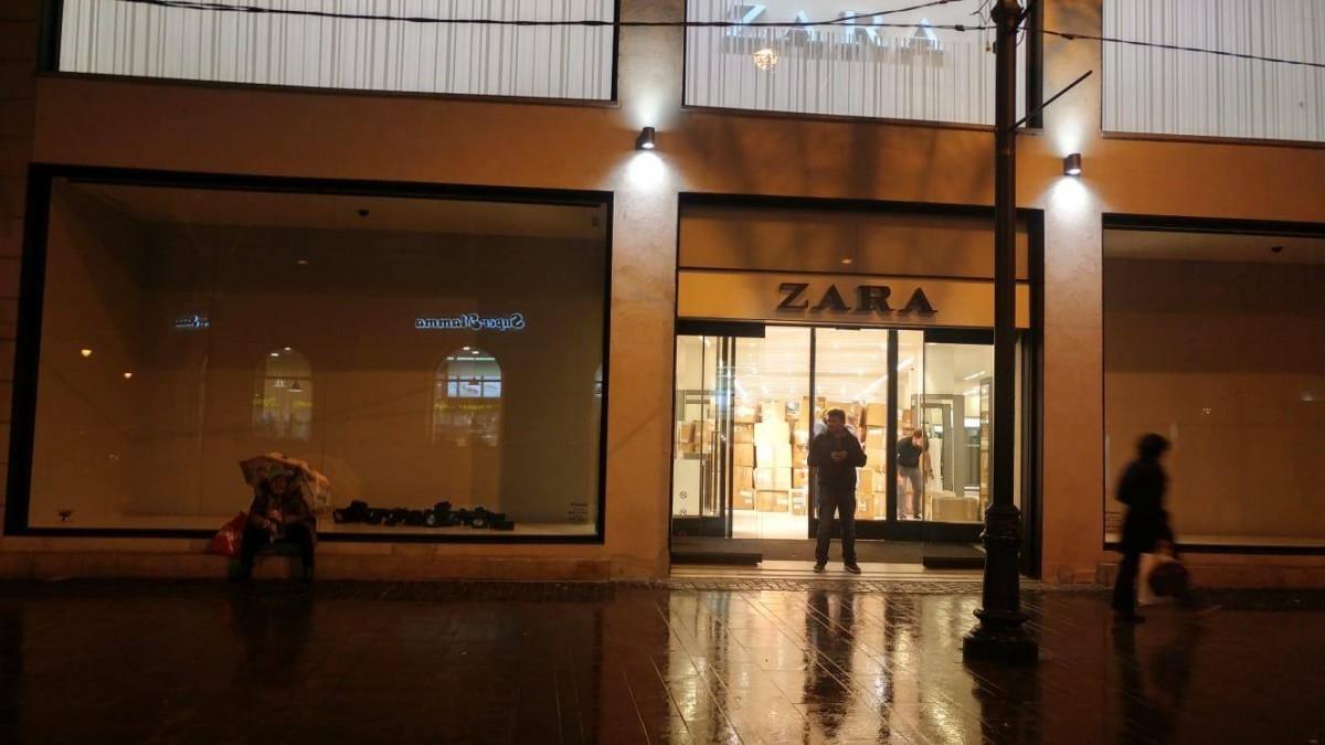 """Cu o suprafață de 1.500 de mp, spațiul ocupat de Zara este cel mai mare magazin care """"s-a golit"""" odată cu deschiderea noului mall"""