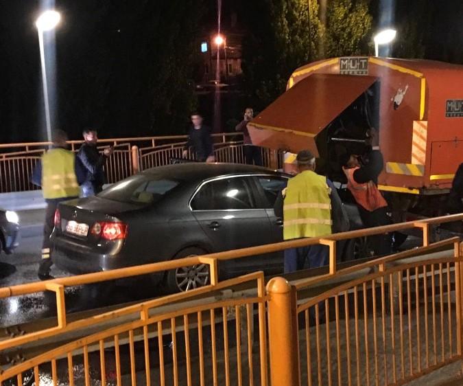 Ioan Furdui a rămas prins între cele două mașini. L-au scos cei de la SMURD dintre fiare