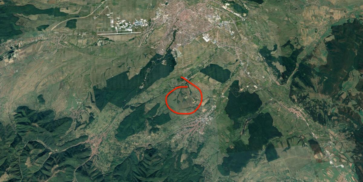 Terenul este amplasat între Sibiu și Cisnădie. Sursa foto: Google Earth