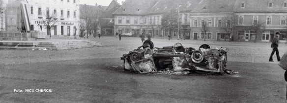 masina-militiei-incendiata-in-piata-mare1