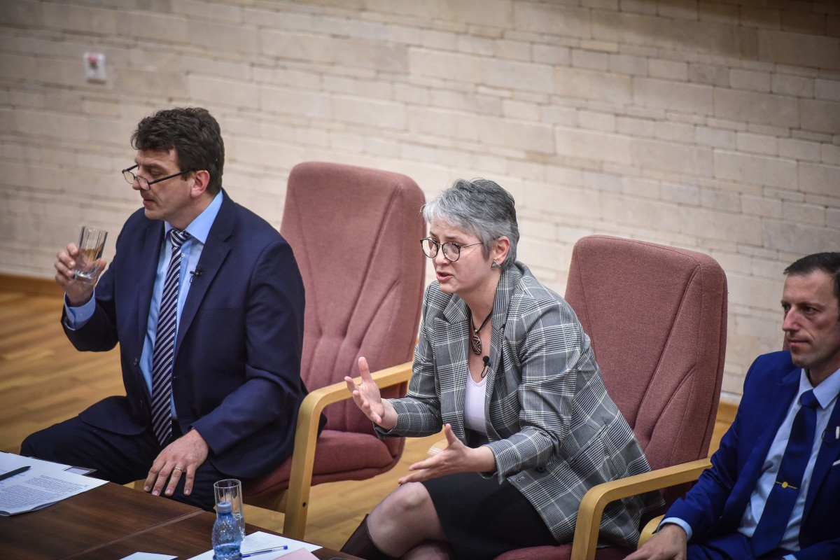 Livia Ilie, Mihaescu si Tiplic dezbatere alegeri ULBS (68)