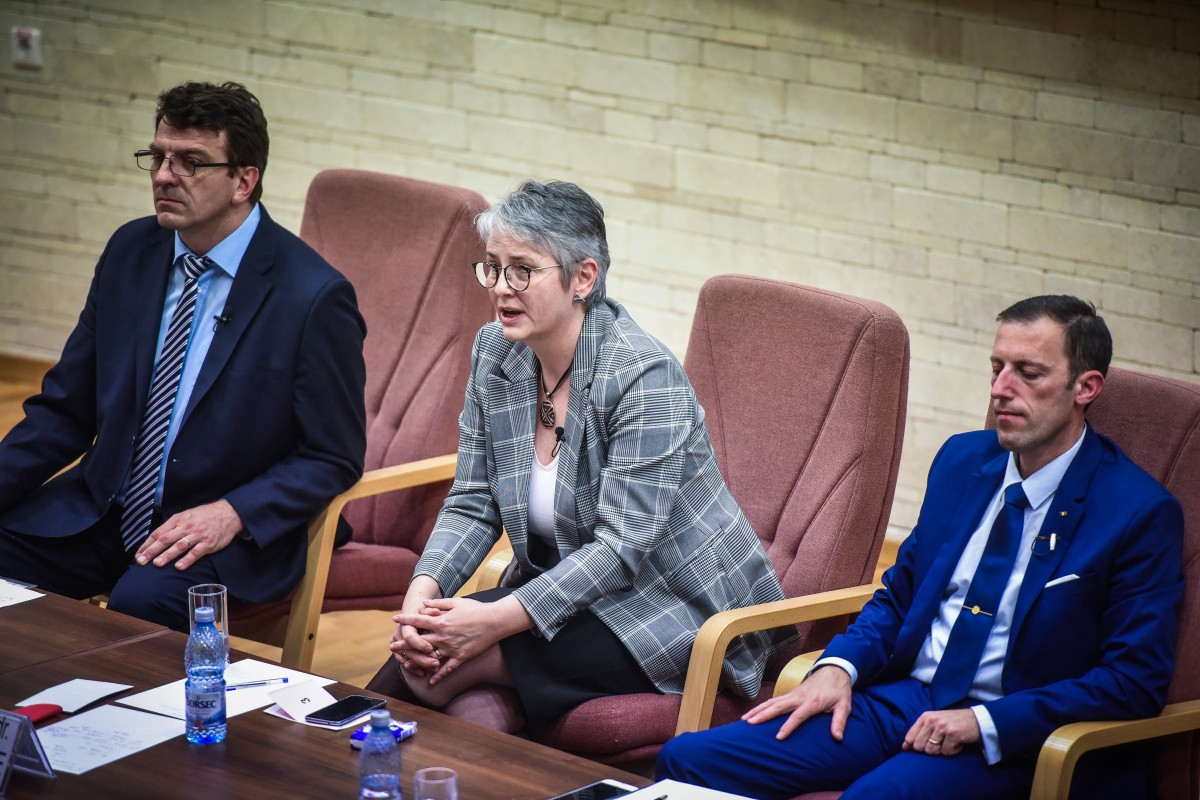Livia Ilie, Mihaescu si Tiplic dezbatere alegeri ULBS (69)