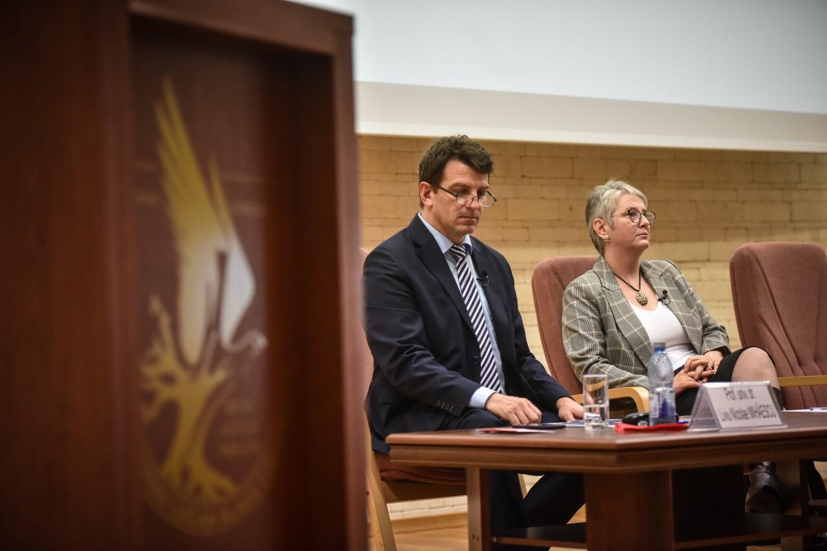 Mihaescu si Livia Ilie dezbatere alegeri ULBS (38)