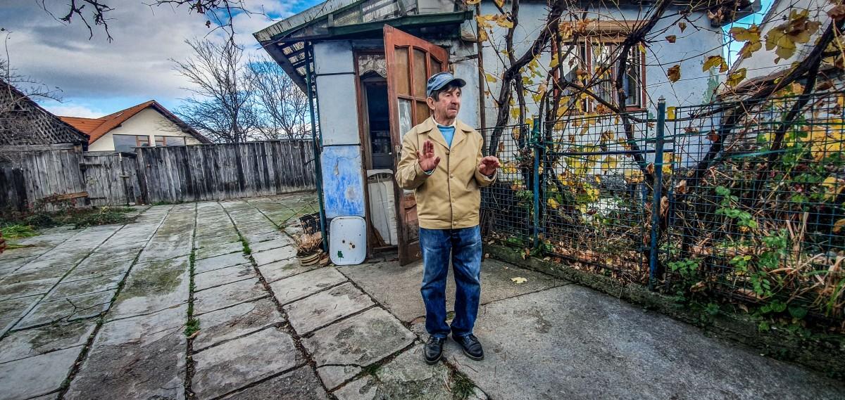 Lui Petre Motronea i-a rămas acum și temerea că își poate pierde, la bătrănețe, și casa părintească