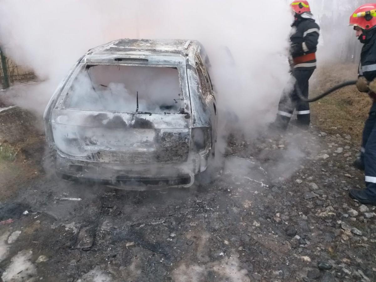 incendiu masina ISU (3)