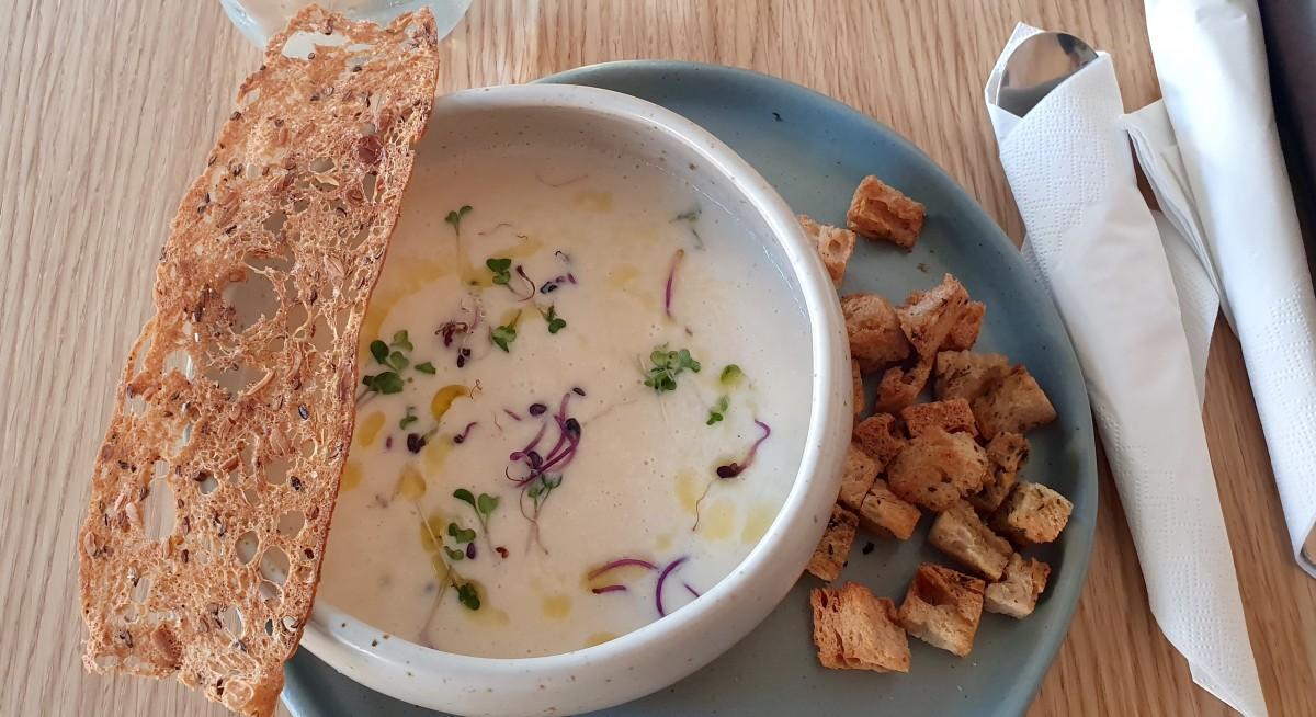 Supă cremă de țelină cu spumă de gorgonzola