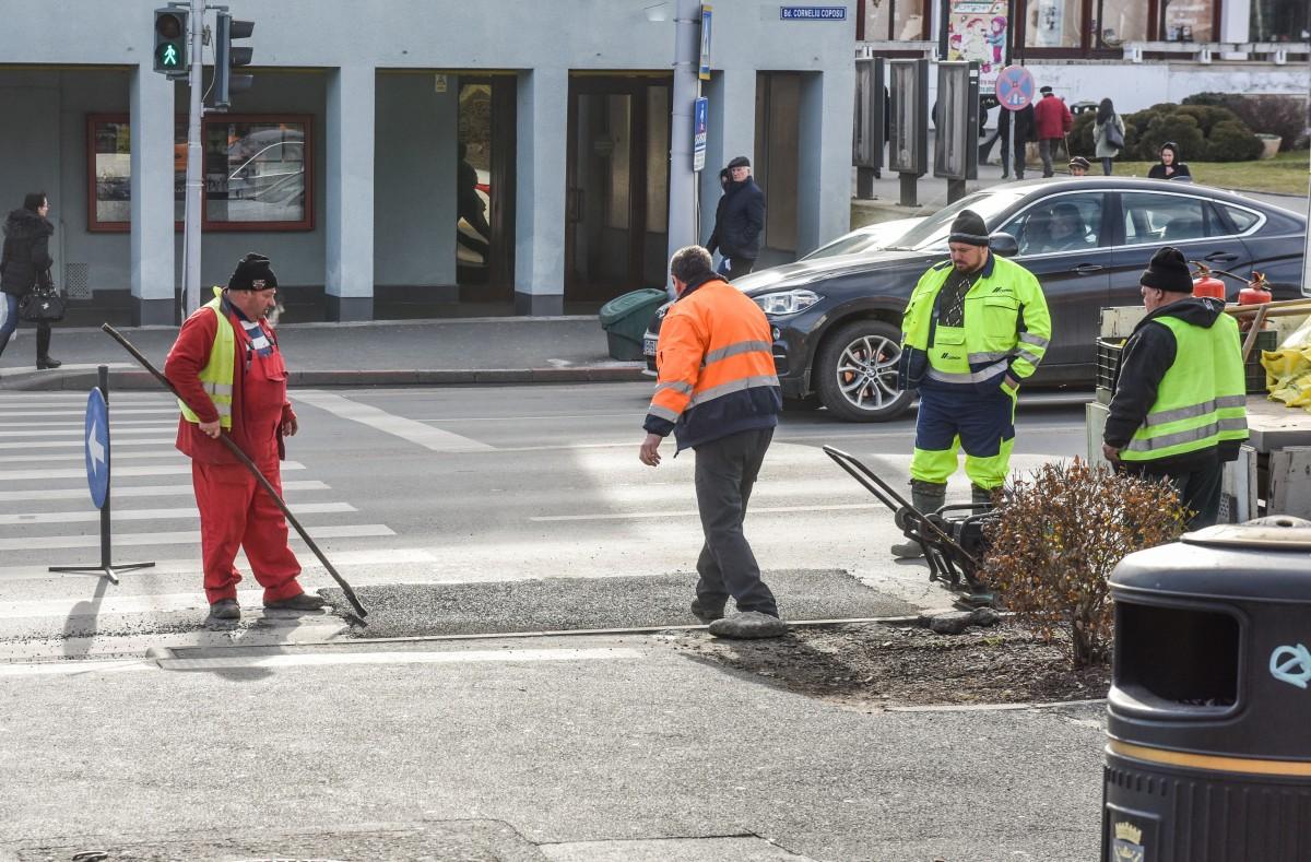 asfalt groapa drumuri muncitori plombare (3)