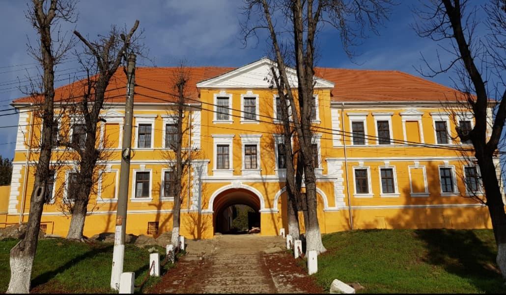 Cei 87 de beneficiari ai Centrului de la Dumbrăveni sunt, acum, izolați
