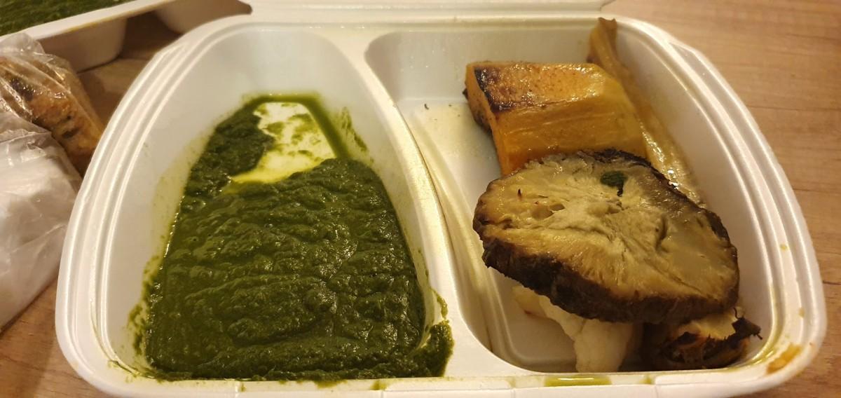 """""""Steak-ul"""" de dovleac cu spanac și alte verdețuri. În varianta de dinainte de a trece pe la microunde"""