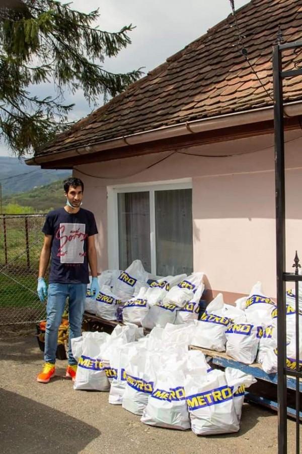 """Gheorghe Boldijar în timpul campaniei """"Dar din dar"""" de Paște"""