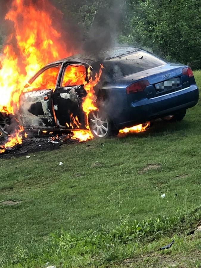 masina incendiata valea moasei2