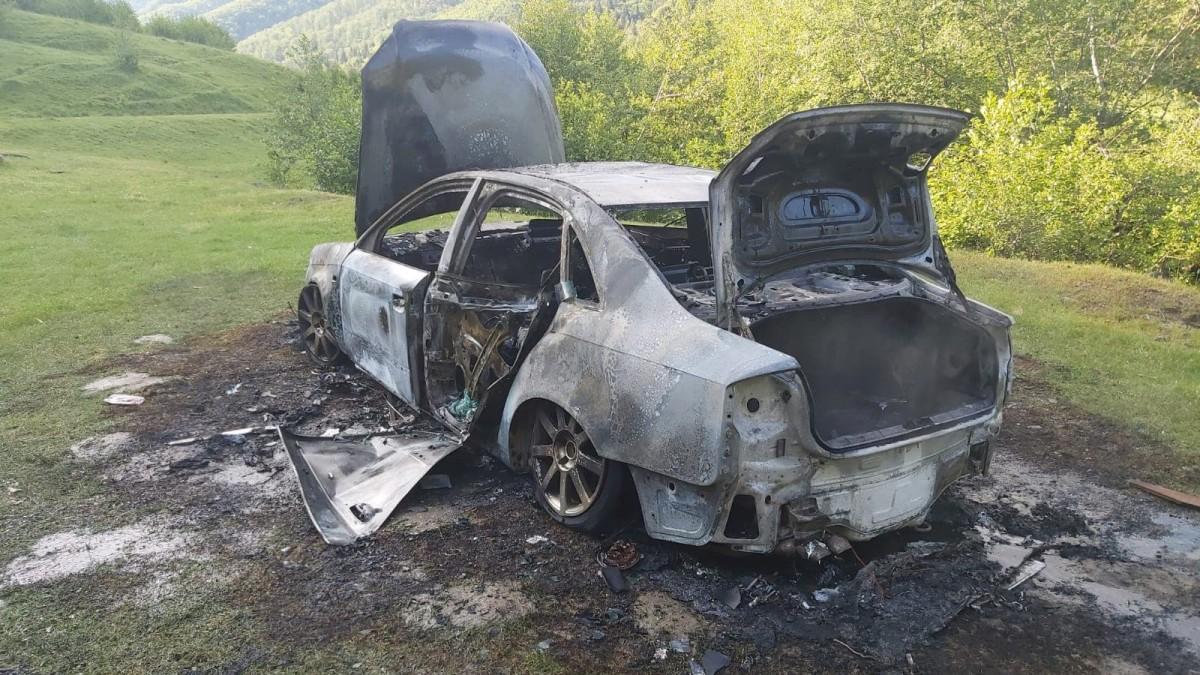 masina incendiata valea moasei3