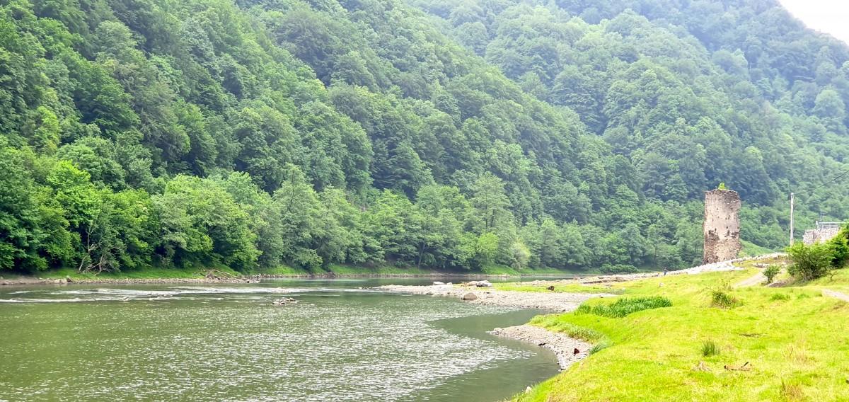 În defileul care începe de la Boița, apa Oltului își mai recuperează, în mod natural, din calitate. Deocamdată