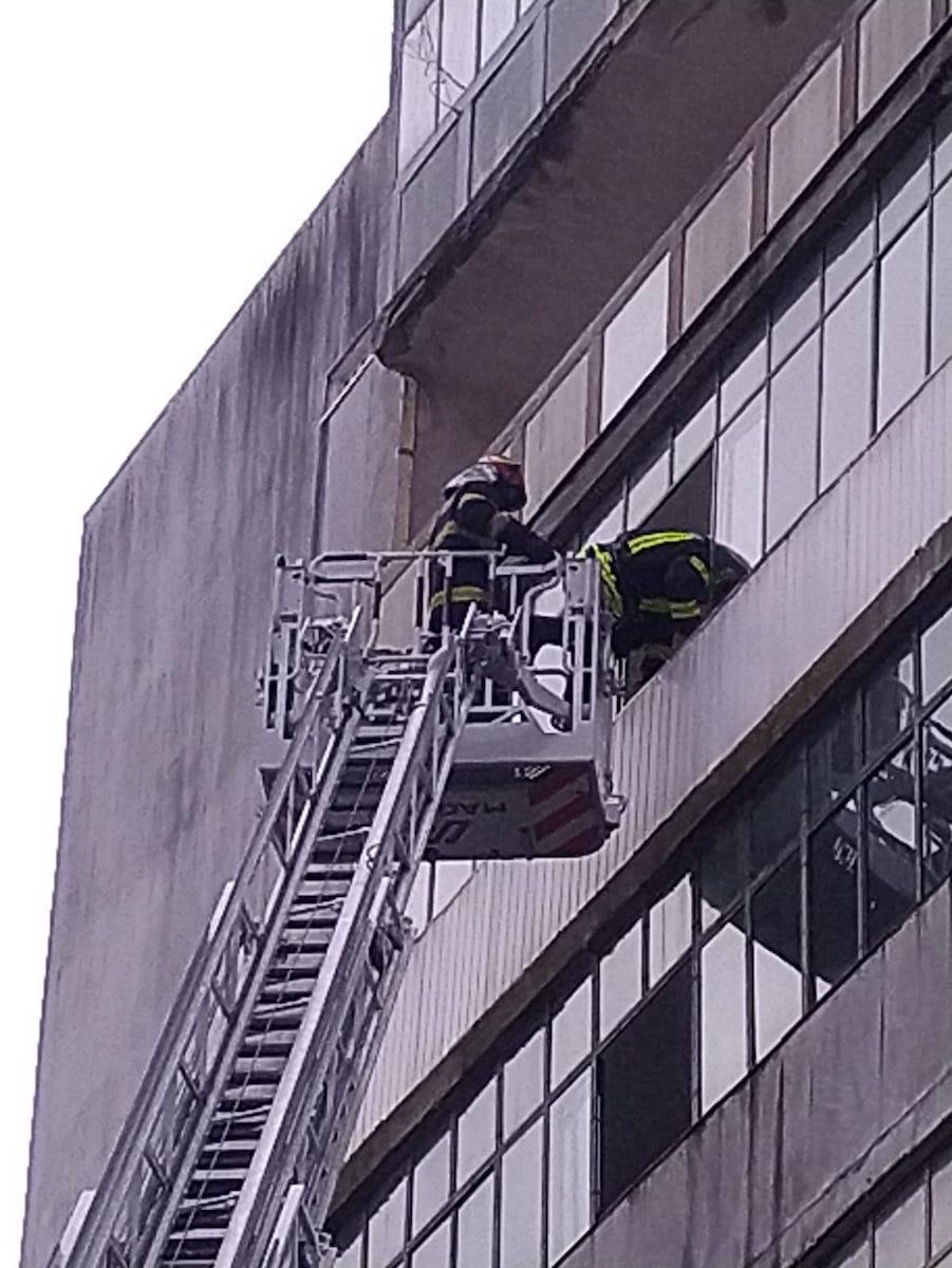 Intervenție la înălțime. Pompierii au deblocat un apartament, pe Rahovei