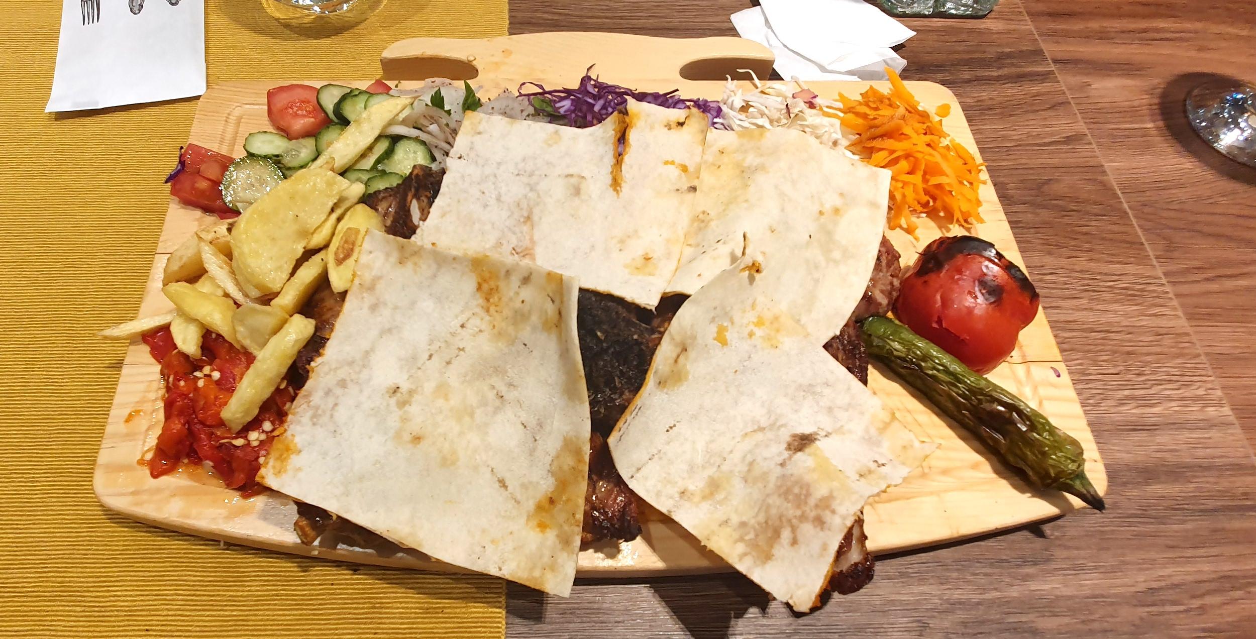 Konak: au ajuns turcii în centrul Sibiului (probabil printre ultimele cronici de restaurant de anul acesta)