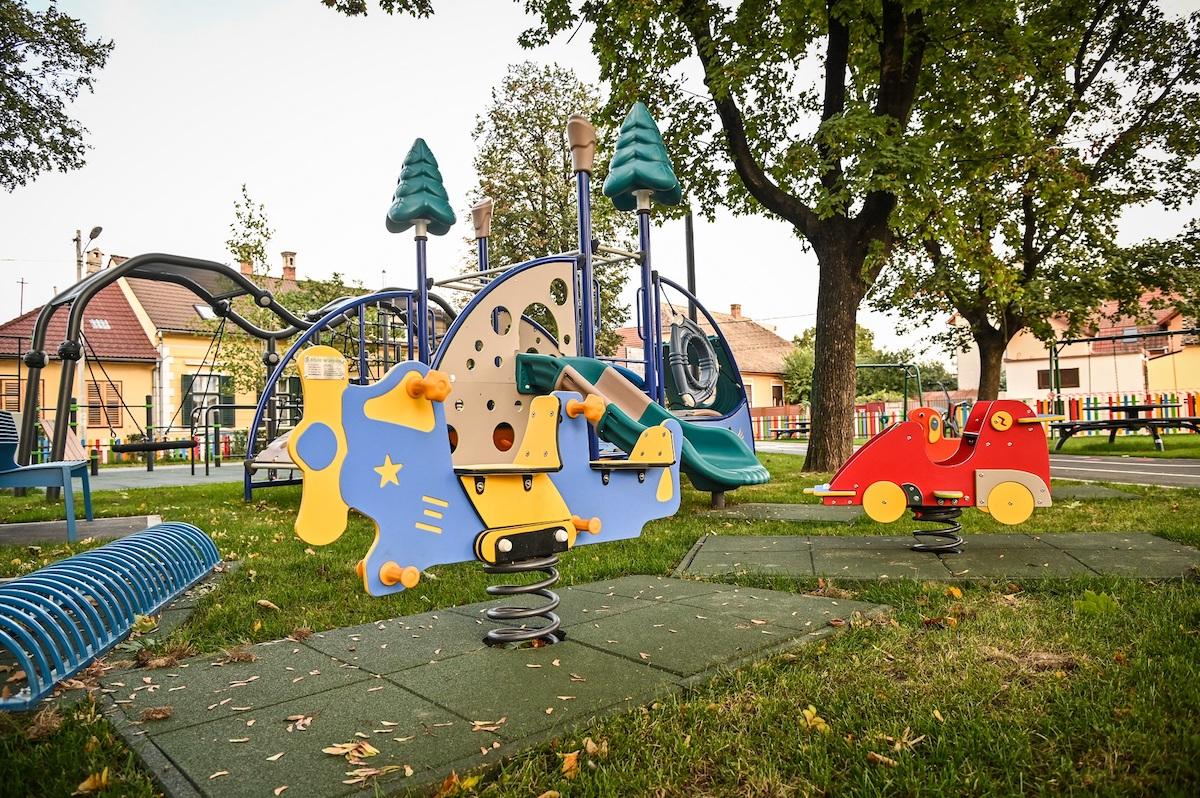 Primăria Sibiu: Parcul din Piața Cluj, transformat într-un spațiu public funcțional și plăcut