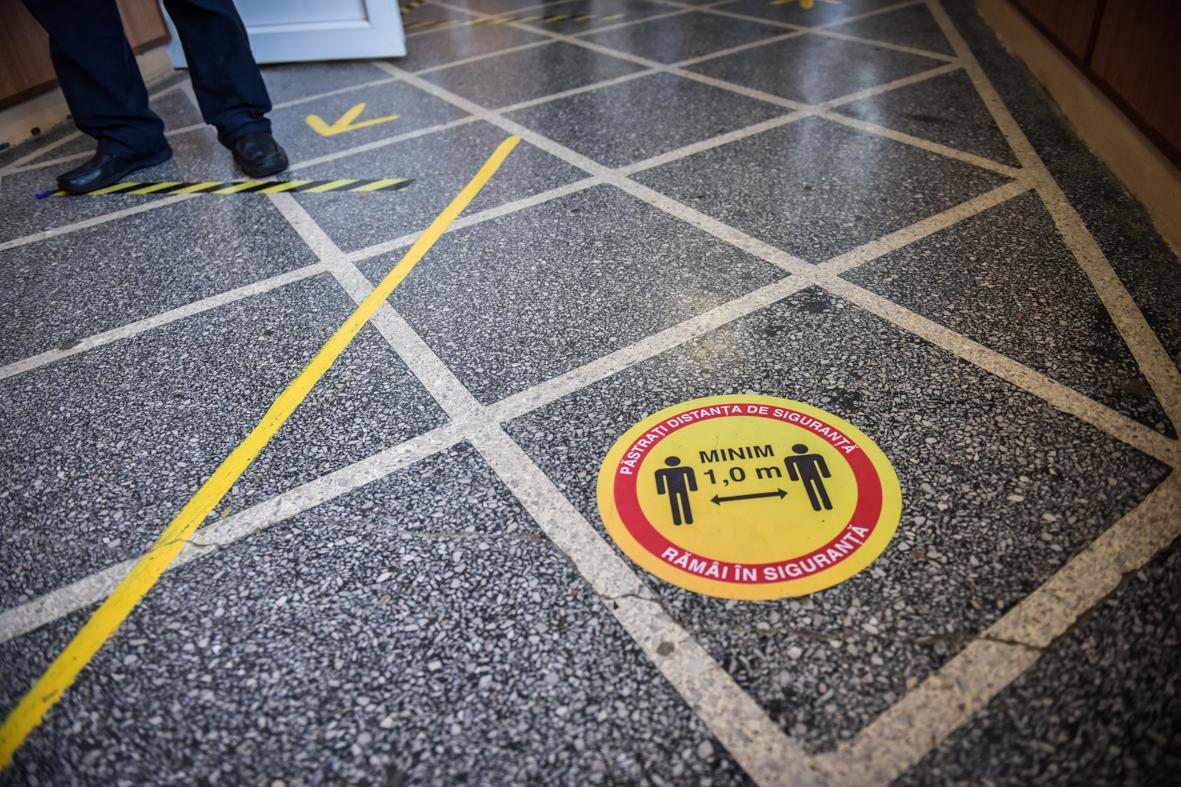 Sibiu: 12 elevi și profesori infectați cu Covid. 423, în izolare