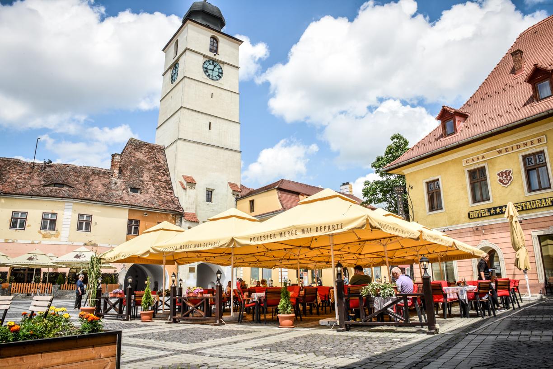 """Restaurantele Sibiului la capacitate de 30%: """"Mai avem puțin și închidem"""""""