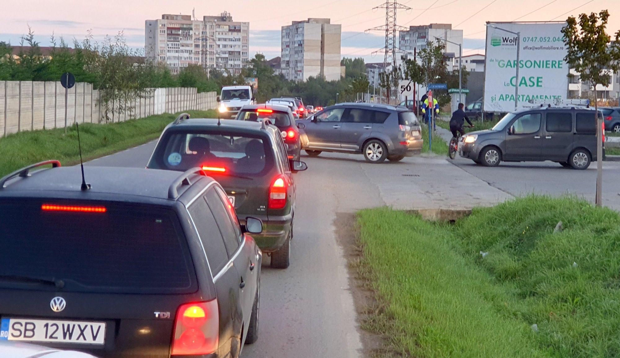 """VIDEO Un milion de euro și trei benzi """"mai târziu"""". Cum se circulă după lărgirea Căii Cisnădiei"""