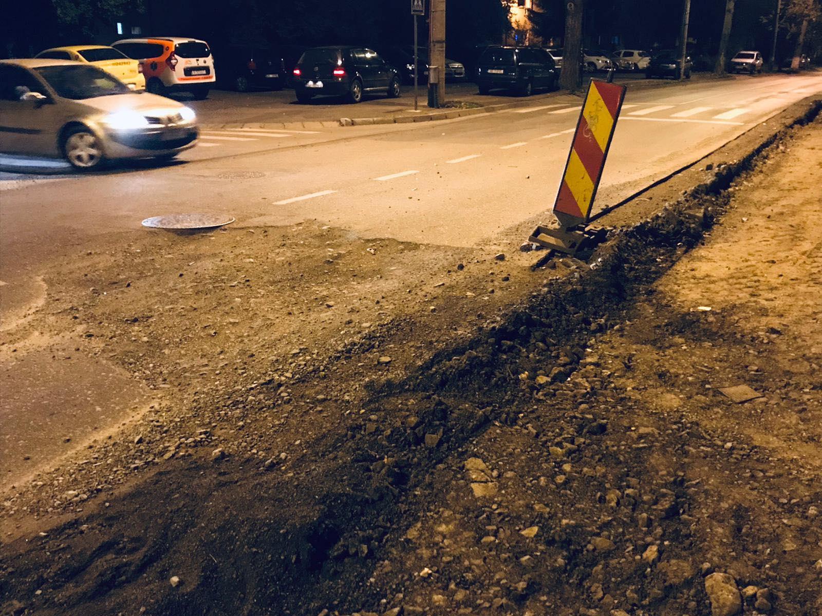"""FOTO-VIDEO Canal periculos pe strada Maramureșului. Reacția Apă Canal: """"Recomandăm șoferilor condusul prudent"""""""
