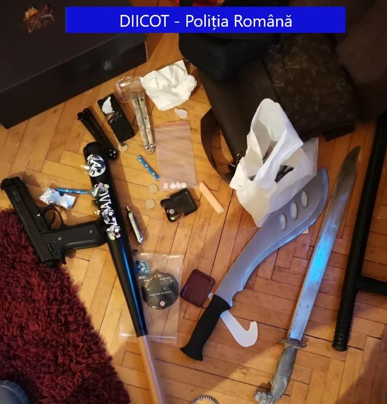 Percheziții în Sibiu și alte trei localități: trafic de migranți și trafic de droguri