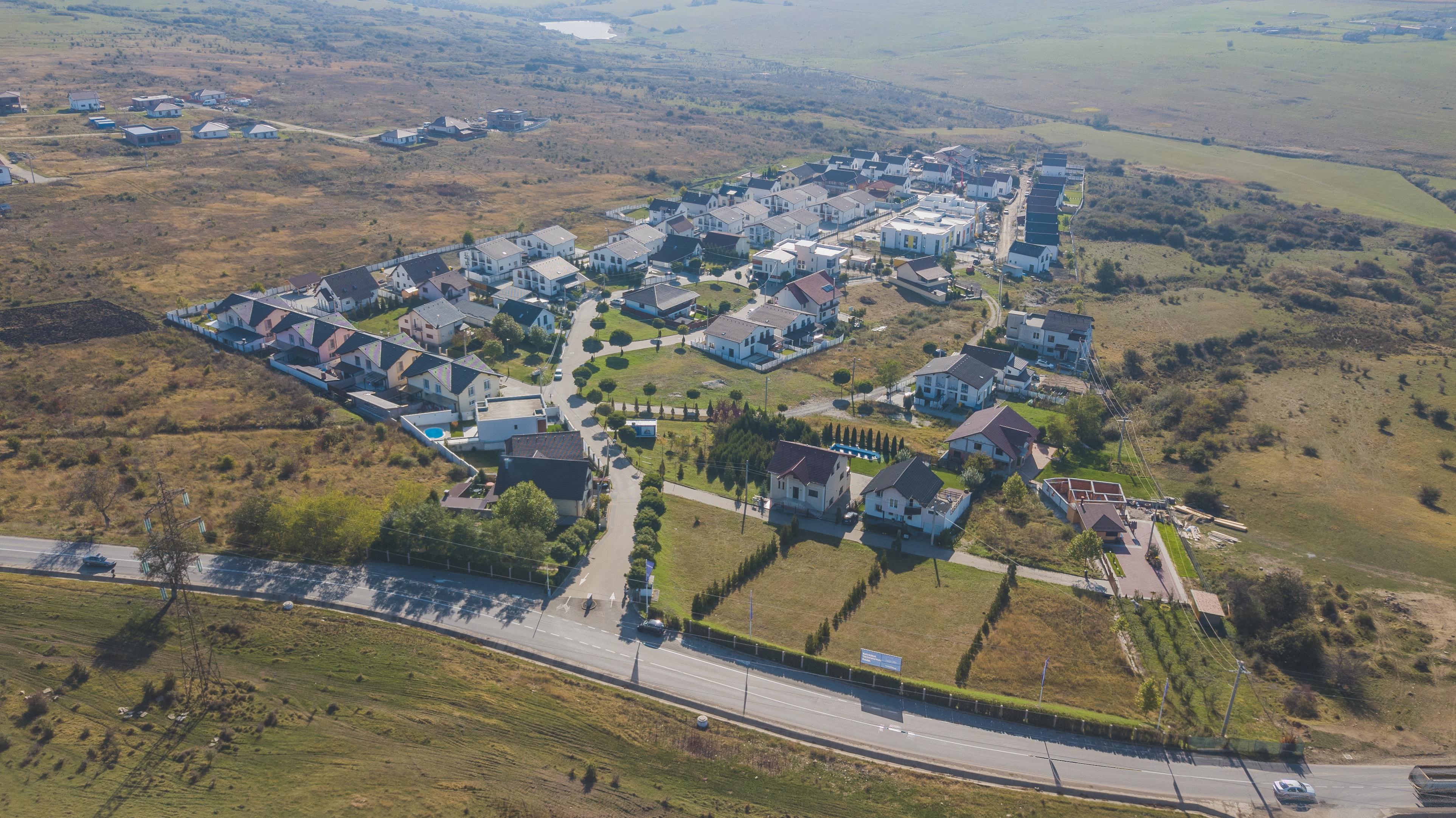 Cartierul de case ridicat la marginea Sibiului atrage străinii și sibienii. 90% este deja locuit
