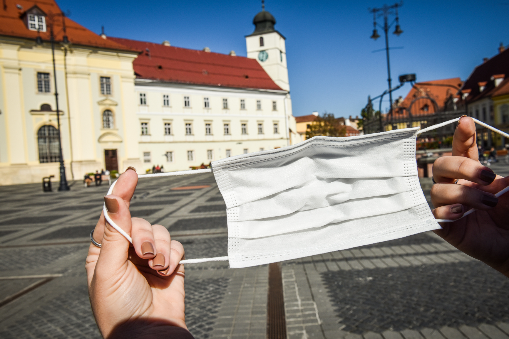 Sibiul intră în scenariul roșu, după ce rata incidenței a ajuns la 3,24. Școală online, cinematografe și restaurante închise, mască obligatorie