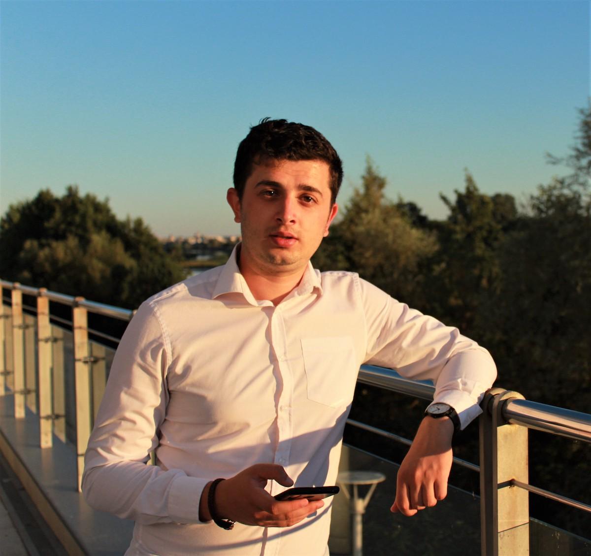 După ce s-a școlit în Franța, un sibian s-a întors acasă să-i învețe pe români cum să se promoveze online