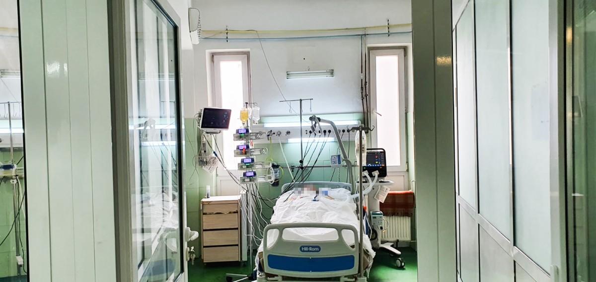 Bebeluș de patru luni din Sibiu, confirmat cu COVID-19, a decedat. Avea probleme pulmonare