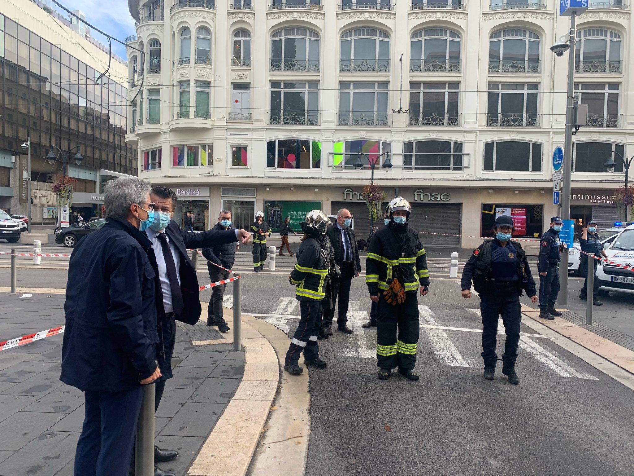 Franţa: Trei morţi, printre care o femeie decapitată, în atacul cu cuţitul de la o biserică din Nisa