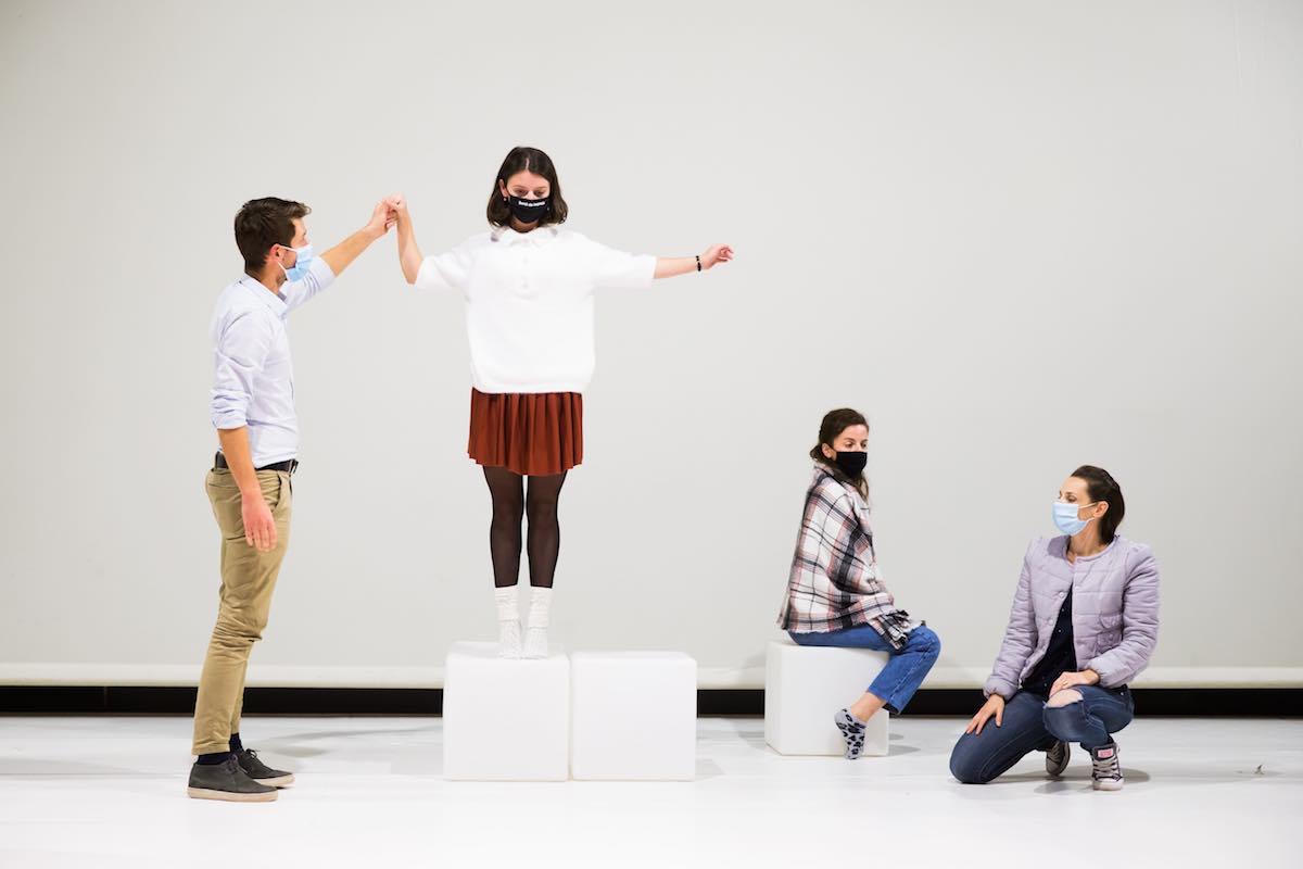 """Actorii Teatrului """"Gong"""" prezintă o nouă serie de spectacole lectură la Sibiu"""