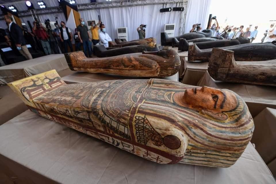 Egiptul anunță descoperirea a aproape 60 de sarcofage intacte