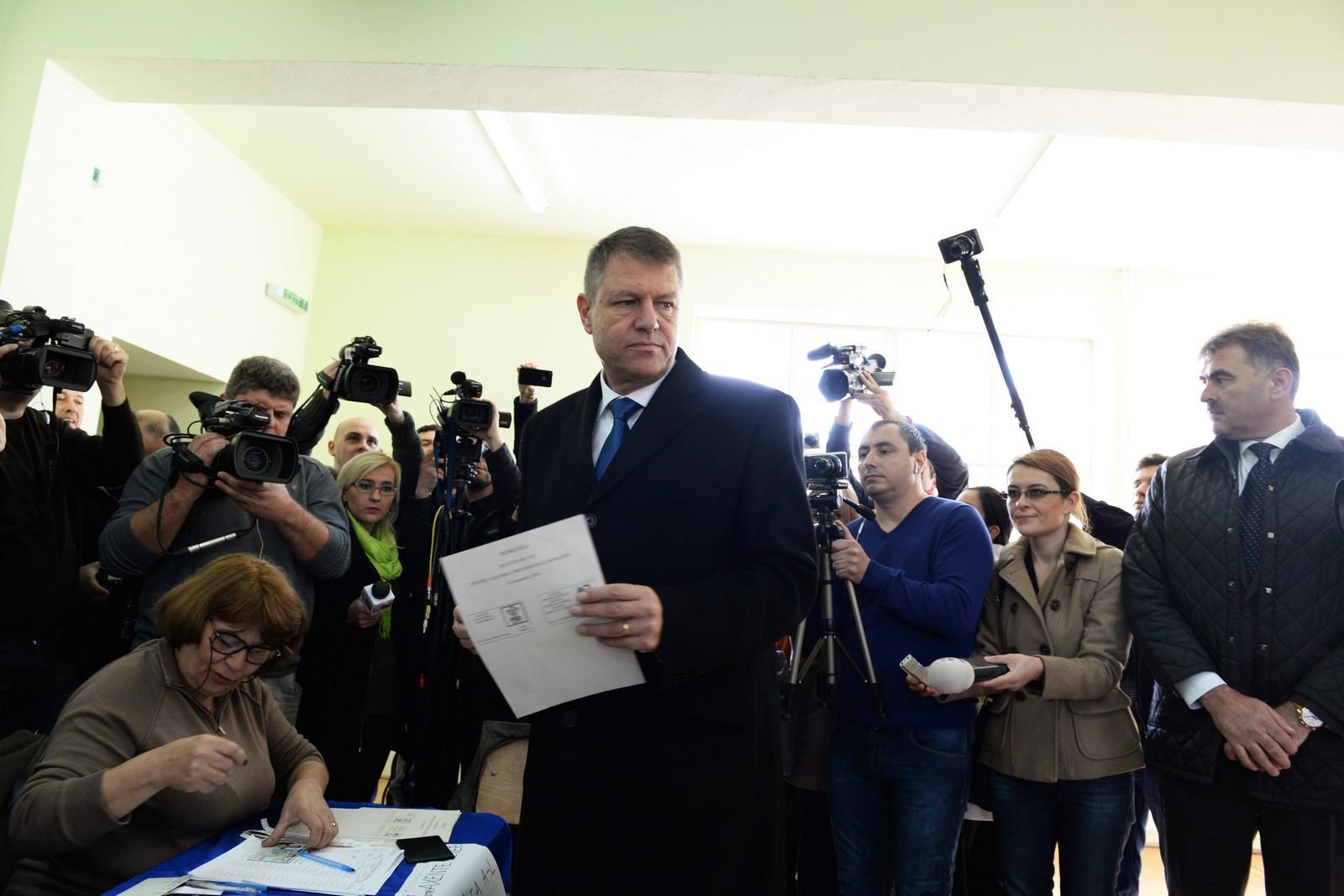 """Iohannis a explicat de ce vor fi alegeri parlamentare în decembrie: """"Actul de votare în sine nu e mai periculos decât mersul după pâine"""""""