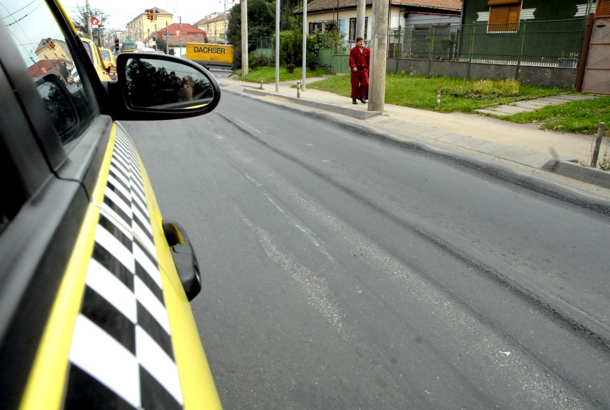 Un taximetrist a lovit cu mașina o femeie, în Mediaș, apoi și-a continuat traseul