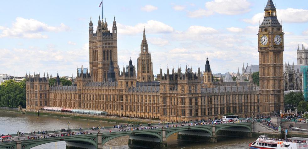 Cetăţenii UE vor putea intra în Regatul Unit doar pe baza paşaportului, din octombrie 2021
